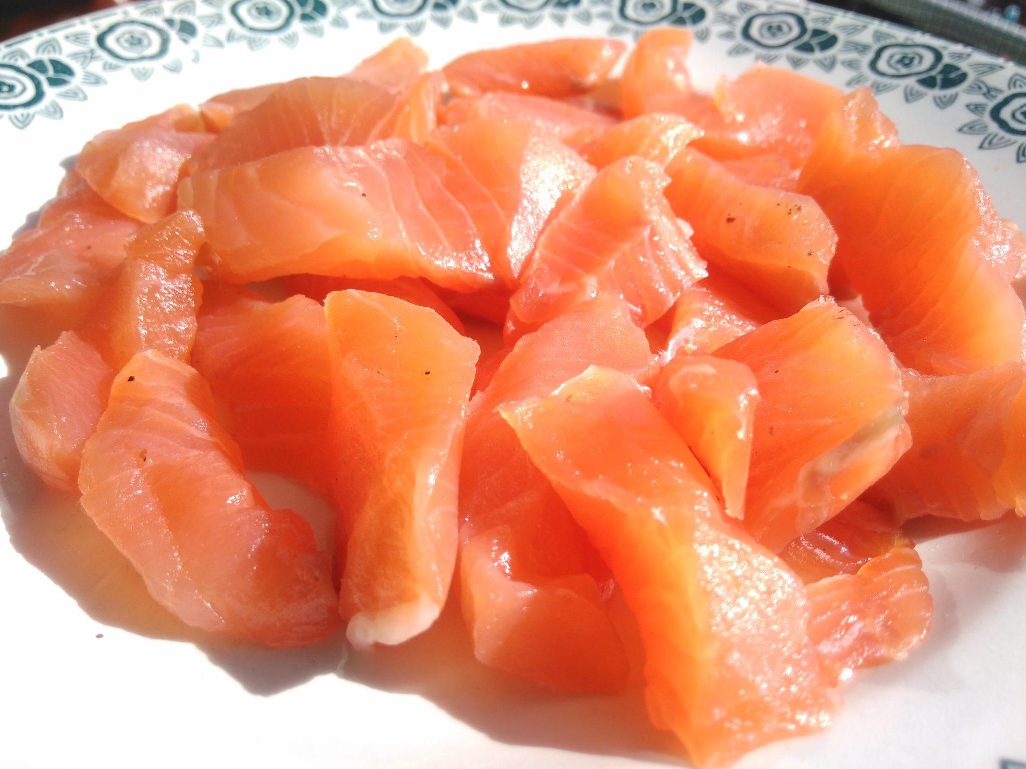 Dès de saumon fumé
